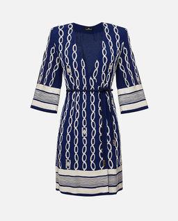 Niebieska sukienka z haftem