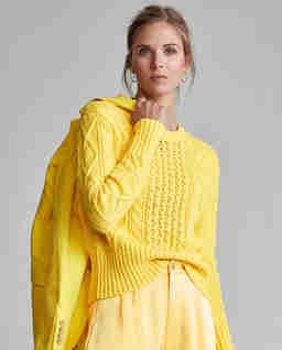 Żółty sweter z bawełny