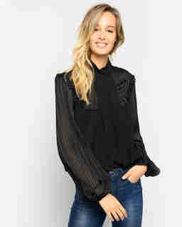 Czarna bluzka z falbanami