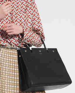 Czarna torba ze skóry Medium Title Bag