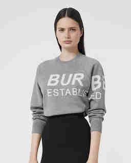 Szary sweter z nadrukami