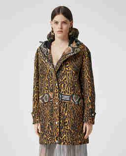 Płaszcz z nadrukiem w cętki