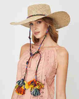 Słomiany kapelusz z pomponami