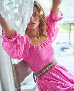 Różowa sukienka w kwiaty Rigby