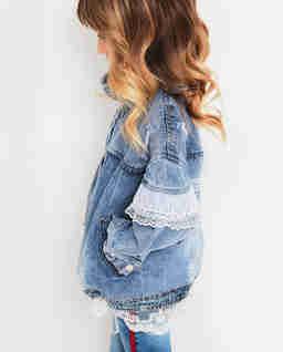 Jeansowa kurtka z koronką