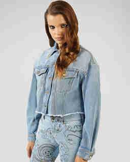 Jasnoniebieska kurtka jeansowa
