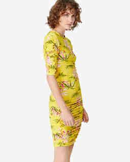 Żółta sukienka w lilie wodne