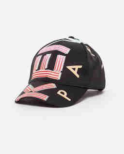 Czarna czapka z daszkiem