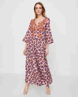 Lniana sukienka z brązymi koralikami