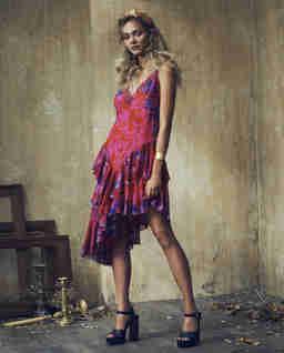 Asymetryczna sukienka z falbanami