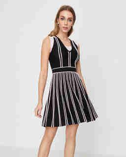 Czarna rozkloszowana sukienka Bretagna