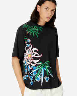 Czarny t-shirt w lilie wodne