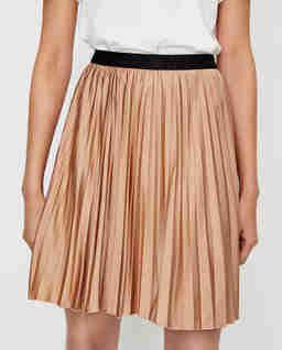 Beżowa spódnica z plisami