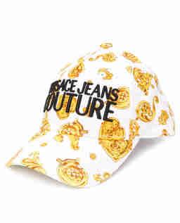 Biała czapka z nadrukami