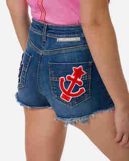 Jeansowe spodenki z naszywkami