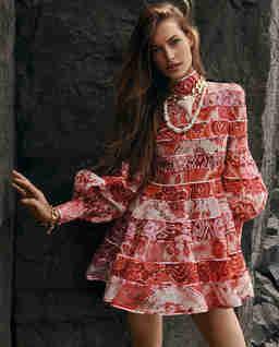 Różowa sukienka we wzory