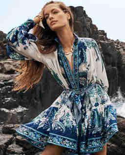 Niebieska sukienka w feniksy