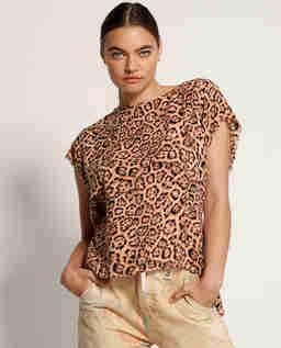 Koralowa koszulka w cętki