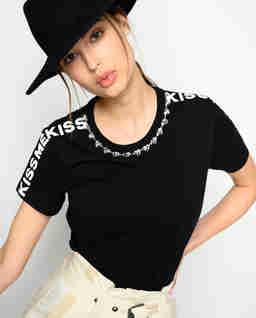 Czarny t-shirt z kryształami Manju