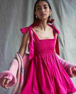 Różowa sukienka Amada