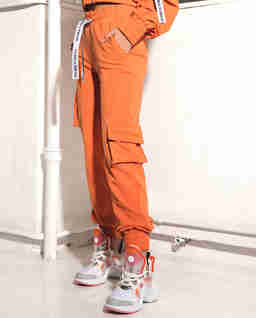 Pomarańczowe spodnie z kieszeniami BRISK