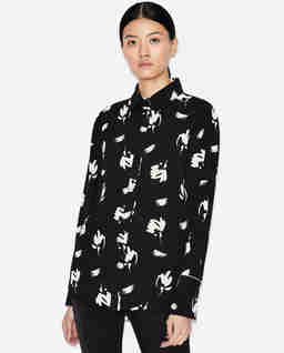 Czarna koszula we wzory