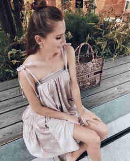 Rozkloszowana sukienka z aksamitu