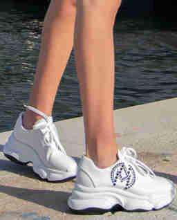 Białe sneakersy z kryształami