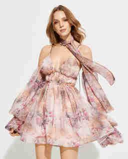 Pudrowo różowa sukienka z apaszką Baby Doll