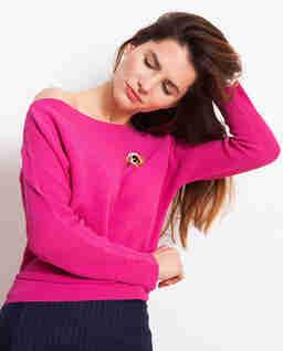 Różowy sweter o prążkowanym splocie