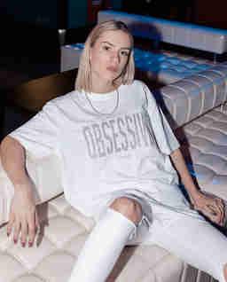 Biały t-shirt z brokatowym nadrukiem OBSESSIVE