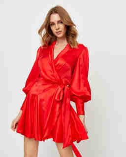 Czerwona jedwabna sukienka