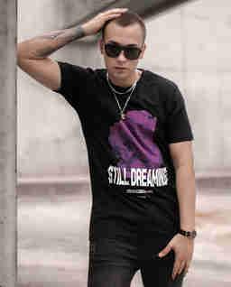 Czarny t-shirt STILL DREAMING