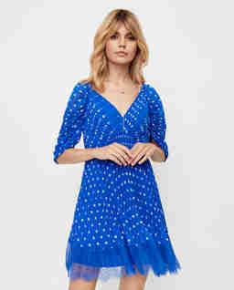 Niebieska sukienka mini w kropki