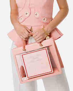Różowa transparentna torebka z logo