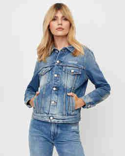 Niebieska kurtka jeansowa
