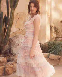 Tiulowa sukienka z falbanami Petra