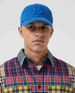 Niebieska czapka z monogramem