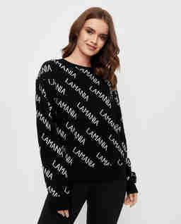Czarny sweter w białe napisy