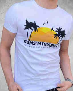 T-shirt z nadrukiem Guns Holiday