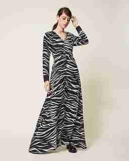 Sukienka z motywem zwierzęcym