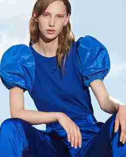 Niebieska bluzka z bufiastymi rękawami