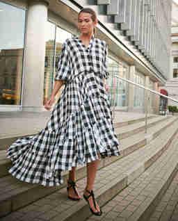 Rozkloszowana sukienka Vichy