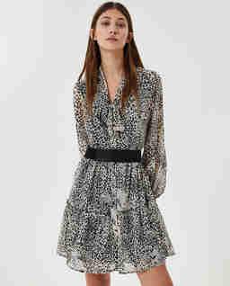 Krótka sukienka ze zwięrzęcym wzorem