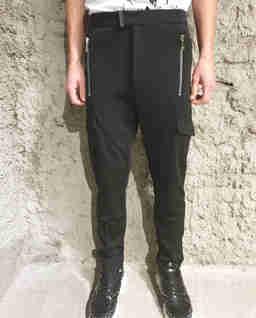 Czarne spodnie ze średnim stanem