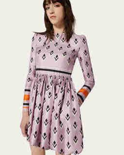 Jedwabna sukienka z geometrycznym nadrukiem