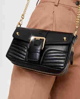 Czarna torebka z pikowaniem