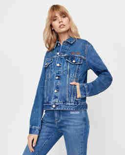 Niebieska jeansowa kurtka