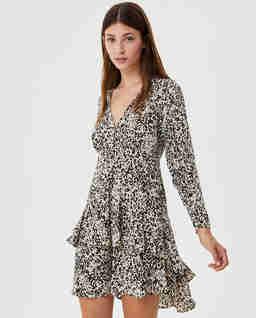 Asymetryczna sukienka w panterkę