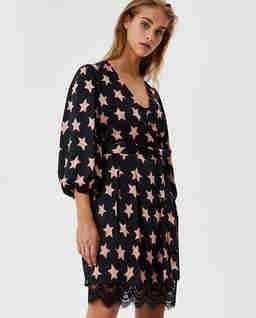 Sukienka z motywem gwiazd